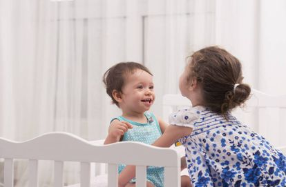 Los bebés prefieren la voz de niños.