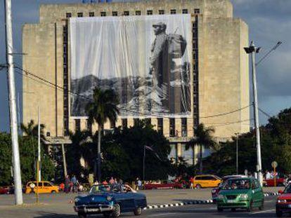 El desfile popular de homenaje al fundador de la Revolución abre siete días de honras fúnebres que cerrarán el domingo con su sepultura en Santiago de Cuba
