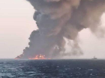 El 'Kharg' de la Marina iraní, poco antes de irse a pique en aguas del golfo de Omán el 2 de junio de 2021.