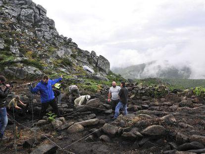 Grabación de los trabajos de excavanción de Torre dos Mouros, en Lira (Carnota).