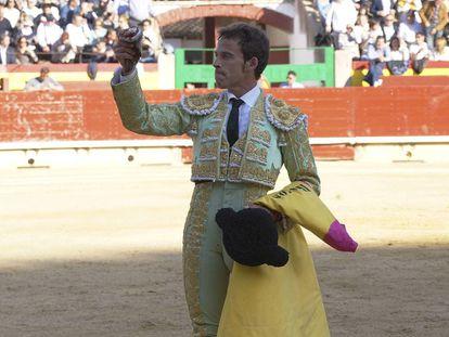 Paco Ramos cortó la oreja del primer toro de la tarde.