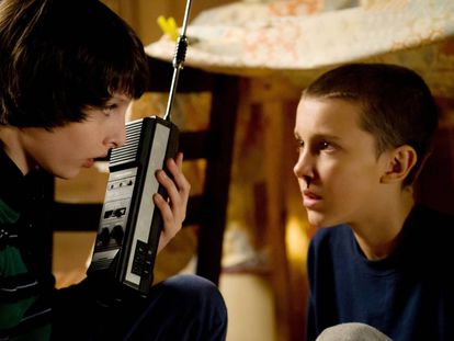 Los actores Finn Wolfhard (14 años) y Millie Bobby Brown (13 años) interpretan a Mike y Once en 'Stranger things'.
