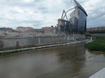 Obras de demolición del estadio Vicente Calderón, en Madrid.