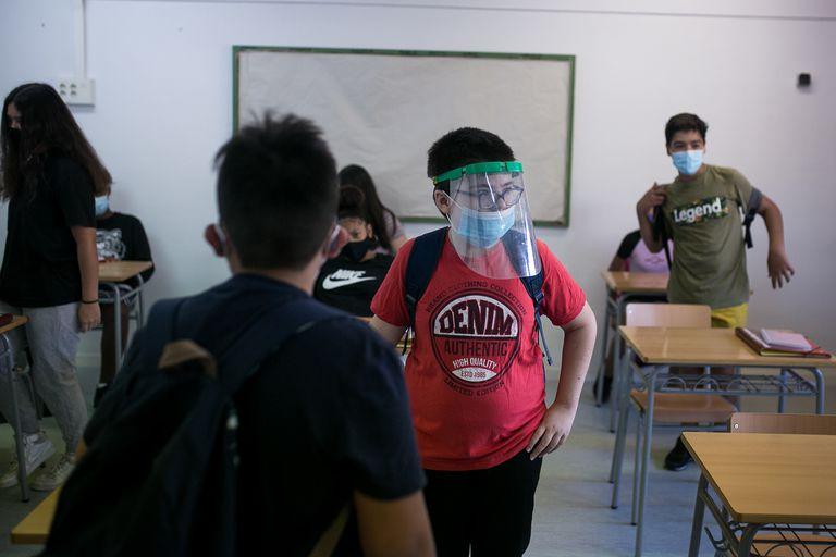 Alumnos de primero de la ESO en un aula durante el inicio del curso en el instituto Joanot Martorell, en Esplugues de Llobregat (Barcelona).