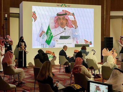 El ministro de Finanzas de Arabia Saudí, Mohammed al-Jadaan, interviene durante la cumbre, este domingo.