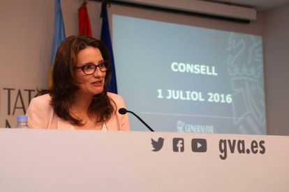 La portavoz del Consell, Mónica Oltra, durante la rueda de prensa tras el pleno.