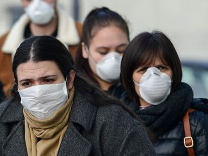 El número de contagios supera ya los 150 en cinco regiones. Milán cierra escuelas, cines y teatros y Venecia cancela su carnaval por el virus. Comienza el aislamiento de 50.000 personas
