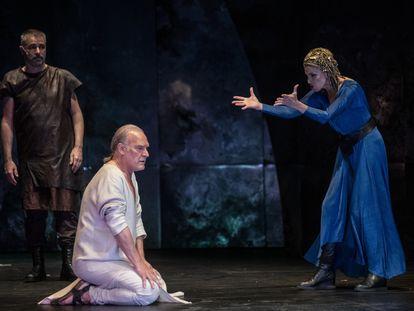 Lluís Homar y Ana Belén, en un ensayo de 'Antonio y Cleopatra'.