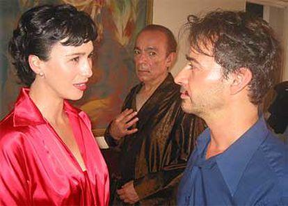 Ariadna Gil, José Luis Gómez y Eduard Fernández, en un momento del rodaje de<i> Hormigas en la boca. </i>
