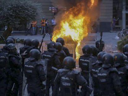 Los disturbios dejan 182 heridos y 83 personas detenidas