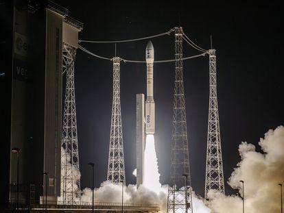 El momento del despegue del cohete Vega.