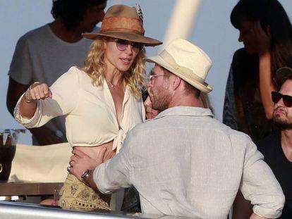 La actriz española Elsa Pataky y el actor Chris Hemsworth en vacaciones en Ibiza.