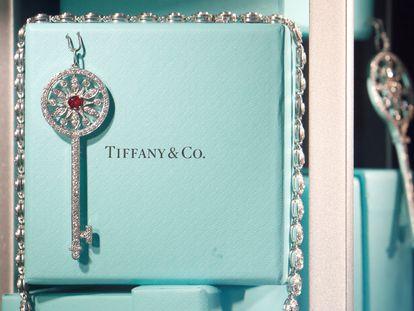Una joya de Tiffany en un escaparate de la firma en París, en noviembre pasado.