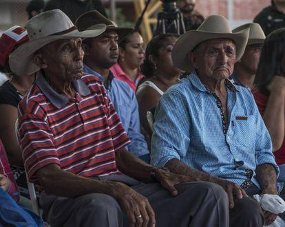 Habitantes de Cravo Norte, en Arauca, se reúnen con el defensor del Pueblo.