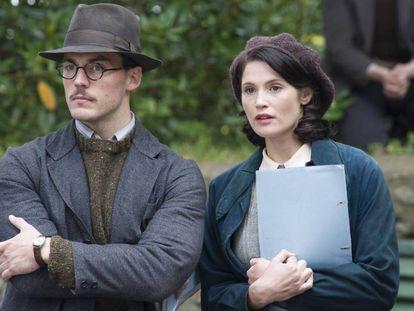 Sam Caflin y Gemma Arterton, en 'Su mejor historia'.