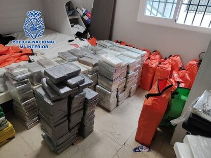 Alijo de 1.500 kilos de cocaína hallado en un apartamento de San Pedro de Alcántara (Málaga)