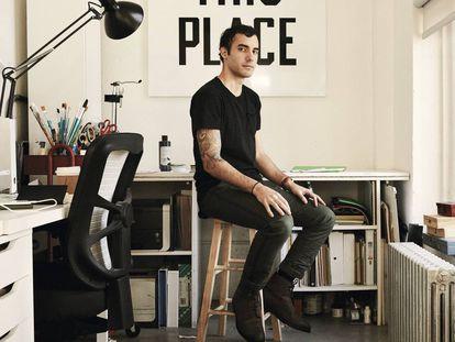 El diseñador Pablo Delcán, en su estudio de Nueva York.