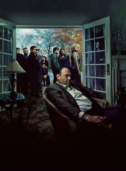 Los protagonistas de<i> Los Soprano</i>, con James Gandolfini en primer plano.