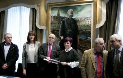 Representantes de Euskaltzaindia, Fundación Rubial y PSE-EE, este lunes en Bilbao.