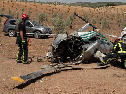 Helicóptero accidentado en el que viajaban dos miembros de la organización desarticulada por la Guardia Civil.