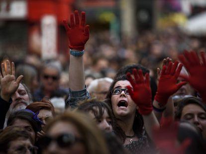 Cientos de personas se manifiestan en Pamplona por a libertad provisional de La Manada.