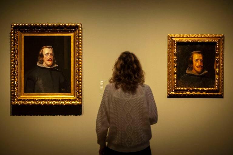 """'Retrato de Felipe IV anciano"""", pintado por Velázquez hacia 1653 y, a la derecha, la copia que hizo Picasso, con 16 años, en 1897."""