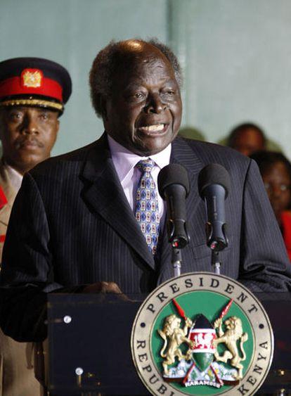 Mwai Kibaki jura como su segundo mandato como presidente de Kenia una hora después de ser proclamado vencedor de las elecciones.