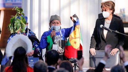 La doctora Elisa Loncón da un discurso tras ser electa presidenta de la convención constituyente de Chile, el 4 de julio pasado..