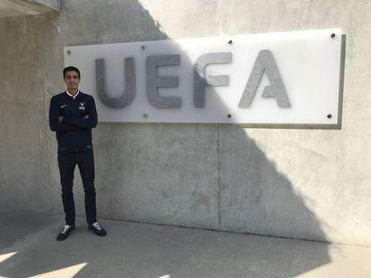 Joel González posa para EL PAIS en la sede da la UEFA.