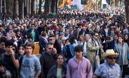 Gente caminando por el centro de Valencia, el pasado marzo.