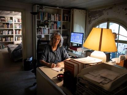 Maria Filomena Mónica, fotografiada en su piso en  Lisboa este 21 de julio.