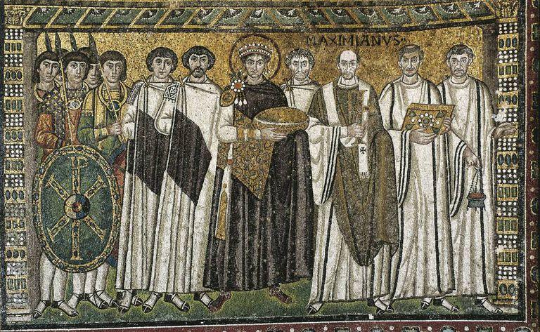 Mosaico del siglo VI del emperador Justiniano y su corte, en la Basílica de San Vital en Rávena.