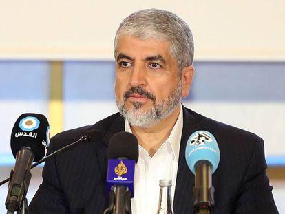 El líder político de Hamás, Jaled Meshal, presenta los nuevos estatutos en Doha (Qatar).