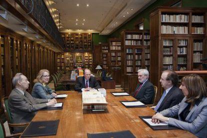 Acto de entrega del nuevo diccionario en la sala Dámaso Alonso de la RAE.