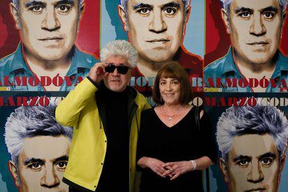 Pedro Almodóvar y Carmen Maura, ayer en el inicio de la retrospectiva sobre el cineasta en la Filmoteca.