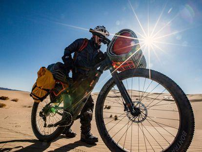 Bicicleta 1120 cruzando el desierto de Gobi.