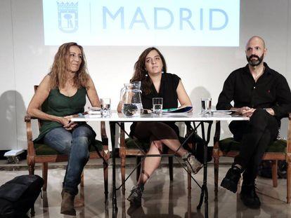 Presentacion de los nuevos directores del teatro Español y Naves del Matadero. Carme Portaceli (i), Celia Mayer y Mateo Feijoo.