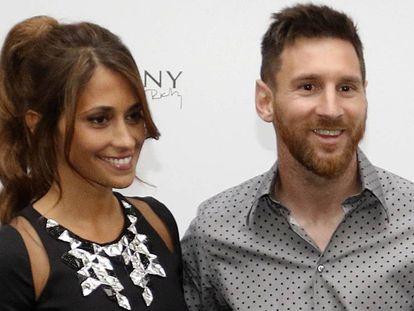 Leo Messi y Antonella Roccuzzo durante la inauguración de la tienda de la que es socia en Barcelona, el pasado mes de mayo.