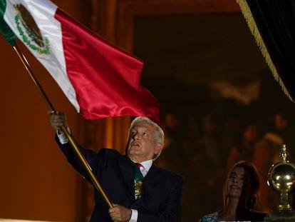 Andrés Manuel López Obrador  durante el grito de independencia de esta noche.