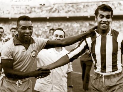 Pelé (I) y Mendonça.