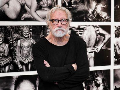 El fotógrafo Miguel Oriola, en una exposición de su obra en los Encuentros de Gijón, en 2018.
