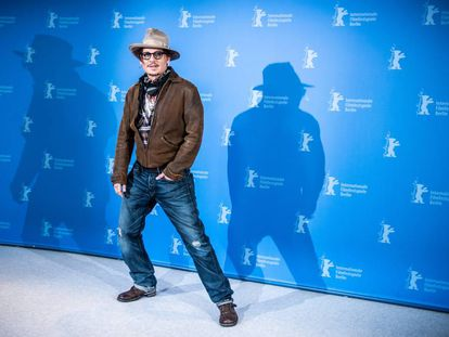 Johnny Depp posa ante los fotógrafos en Berlín.