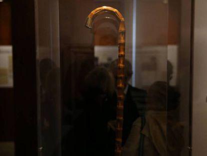 El bastón de Antonio Machado, expuesto el centro cultural que la Fundación Unicaja en Sevilla. En vídeo, visita a la exposición.