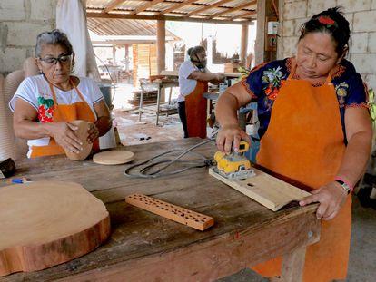 Mujeres carpinteras de Petcacab, Quintana Roo, México.
