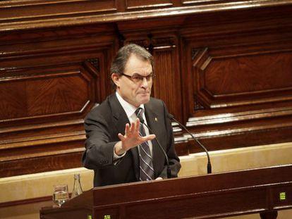 Artur Mas durante una de sus intervenciones en el Parlament en el debate de investidura.