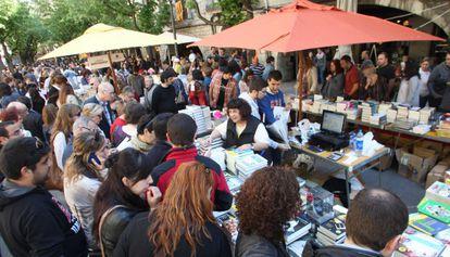 Paradas de libros en la ciudad de Girona.