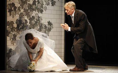 Enrique San Francisco y Cristina Gallego durante la representación de la obra 'Se quieren', en 2011.