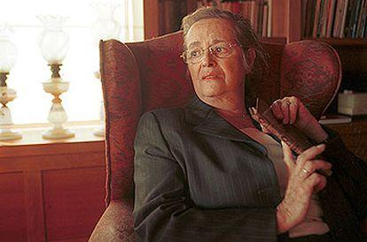 María Victoria Atencia, en su casa, en Málaga.