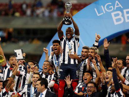 Los futbolistas de Monterrey celebran el título.