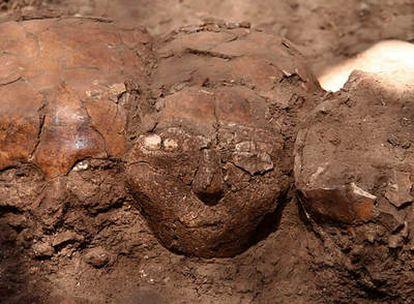 Los tres cráneos esculpidos de la Edad de Piedra descubiertos por arqueólogos israelíes en las excavaciones de Yiftah